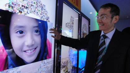 Chen Ching-an, Director of Taipei Pavilion, enlarges a photo on the touch screen in the Interactive Gallery.